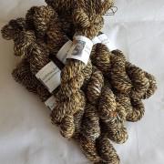 handgesponnen wol van swifter en europese zwartbles